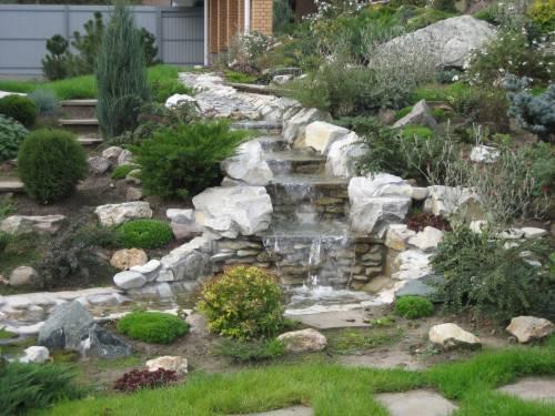 Водопад в частном дворе своими руками